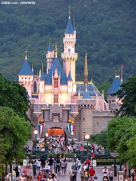 the introduction of hong kongs disneyland resort There are a variety of event packages plus character experiences, face painting,  and themed add-ons to make your hong kong disneyland event more.